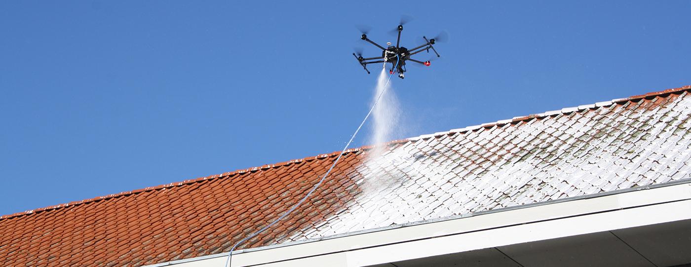 Algebehandling af tag med drone